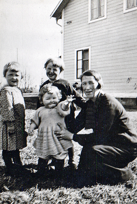 05-Ingridpappaelsaellen-stroemsen-elsa-blev-paakoerd-av-en-buss-i-slutet-av-30talet.jpg