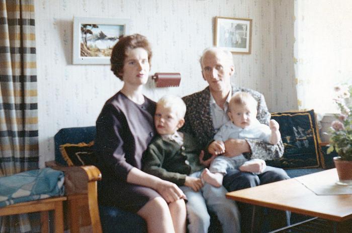 15 mamma pappa jag brorsan 1963